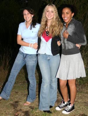 Kniha vypráví o třech kamarádkách které prožívají